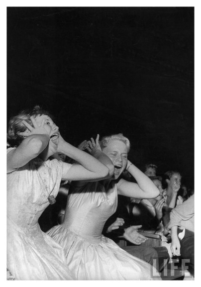 teenage-girls-screaming-during-elvis-appearance