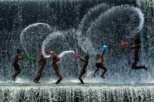 Favim.com-boys-malaysia-separate-with-comma-sony-world-photography-splashing-228598