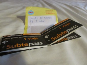 The little note I passed to the lady selling the tickets. With tickets in my hand I´m ready to ride the subway!