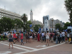 The crowd beginning to gather on Plaza de Mayo.