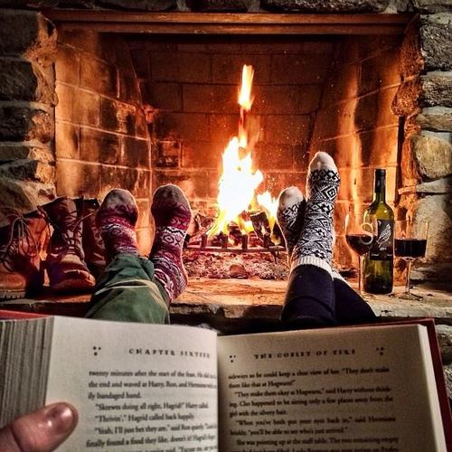 book-couple-fireplace-love-Favim.com-1531261