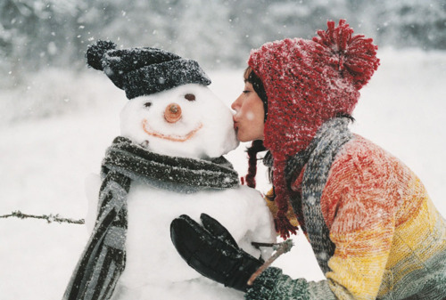 christmas-kiss-man-rainbow-snow-snowman-Favim.com-97853