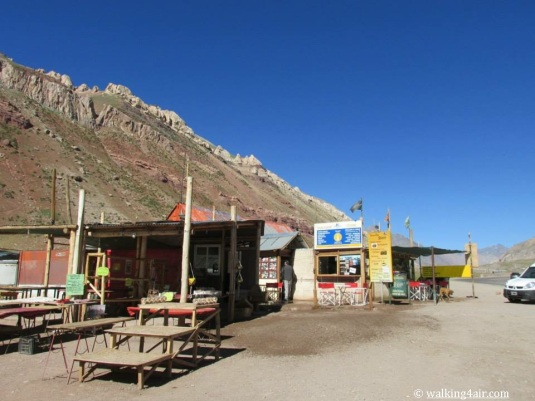 A little market out in the middle of nowhere at  Puente del Inca.